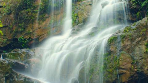 Suối thác Ninh Thuận hoang sơ và tuyệt đẹp